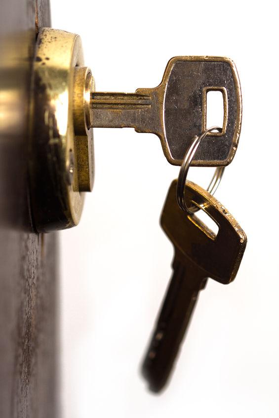 sleutels aan de binnenzijde van het slot, buitengesloten